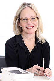 """Author photo. Author Dani Shapiro at the 2018 Texas Book Festival in Austin, Texas, United States. By Larry D. Moore - Own work, CC BY-SA 4.0, <a href=""""https://commons.wikimedia.org/w/index.php?curid=74066328"""" rel=""""nofollow"""" target=""""_top"""">https://commons.wikimedia.org/w/index.php?curid=74066328</a>"""
